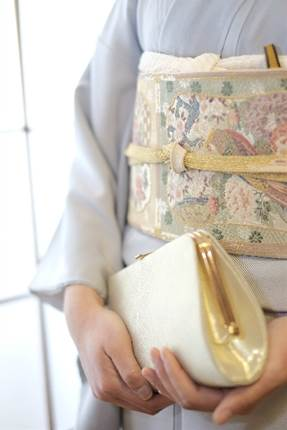 結婚式での女性のバッグ!マナーや選ぶポイントは?