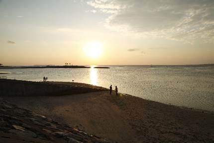 カップルでの沖縄旅行を格安で行く方法とは?