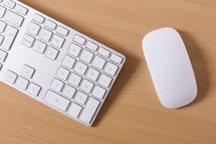 オシャレなキーボードとマウス