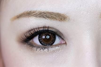 視力低下のその前に!目やにの原因はコンタクトかも!
