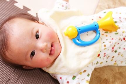 幼児の目やにはどうして多い?不安なママの対処法!