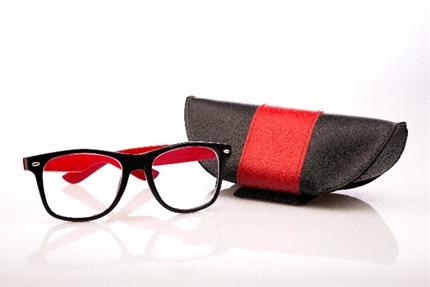 日焼け止めじゃ防げない!UVカットメガネは透明が良い理由