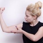 プルプルが消えない…二の腕が太る本当の原因と引き締め方!