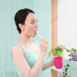 歯磨きだけじゃ絶対に消えない!頑固な口臭の原因は舌にある!